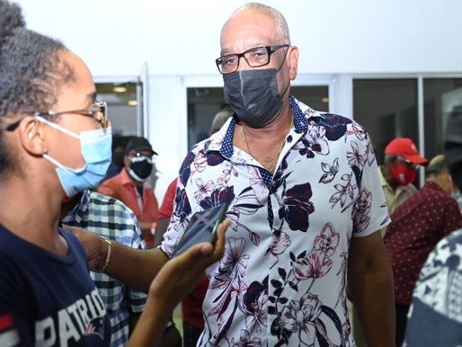 Minnis begging for votes in FNM leadership race