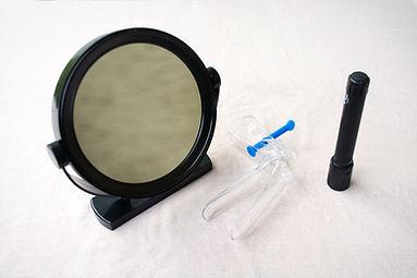 Miroir lampe et spéculum pour auto-examen gynécologique