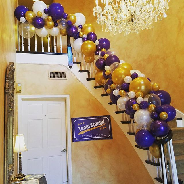 An elegant take on the Purple and Gold! _#nolaballoons #balloons #balloongarland  #LSU #geaux _dbord
