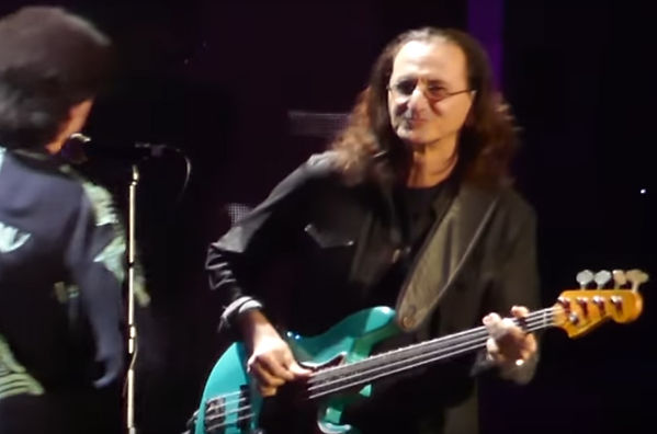 Rush S Geddy Lee Joins Yes For Roundabout Rock And Roll