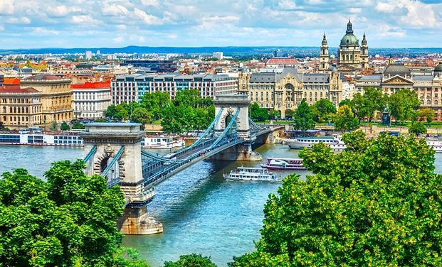 Chain Bridge On Danube River.jpg