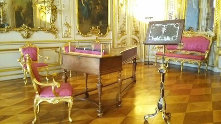 サン・スーシ宮殿内_ジルバーマン製のチェンバロと大王のフルート