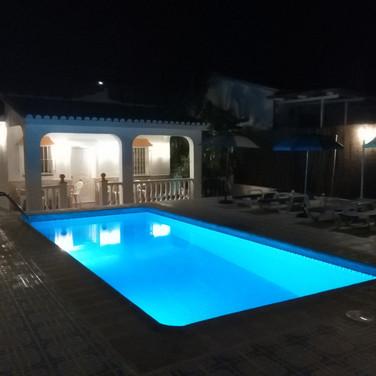 Casa Rural Villa Belydana en la Noche la Terraza con Piscina iluminada Privada