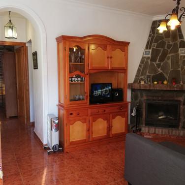 Casa Rural Villa Belydana Salón* (Renovado) con chimenea de leña, pasillo dormitorios, cuarto de baño