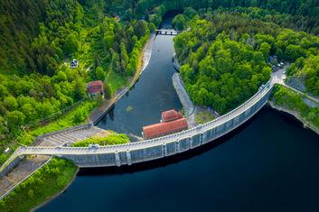 Drohnenfoto Luftbild Staumauer NRW