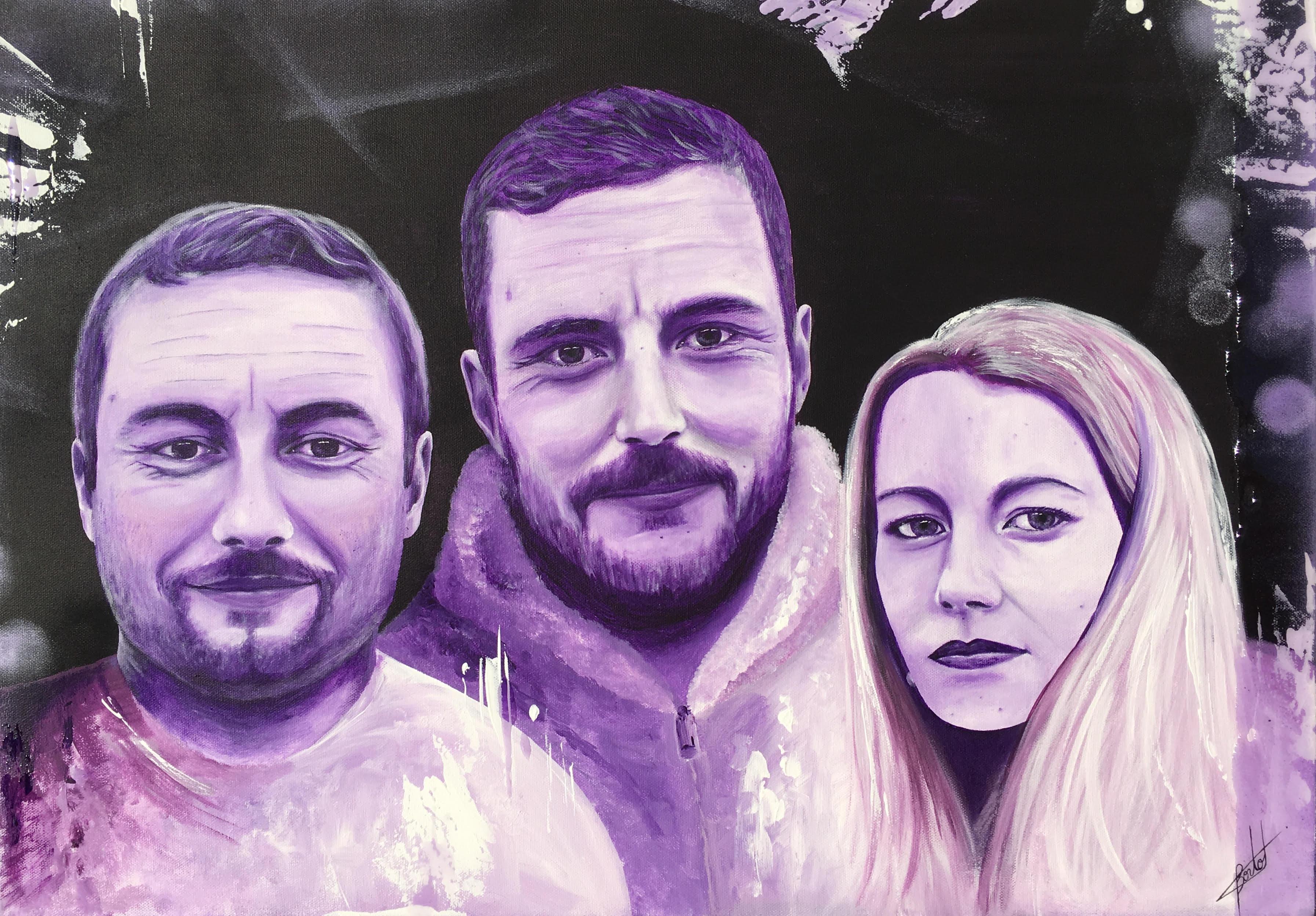Portrait de famille en violet