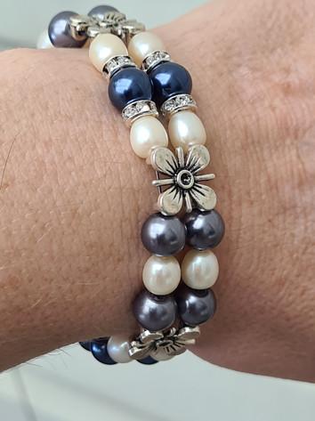 Blue and cream pale bracelet