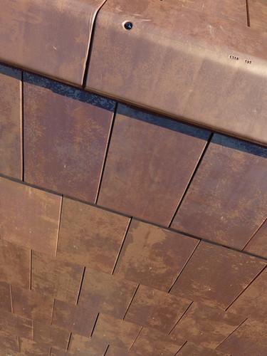 dakpannen in koperkleur