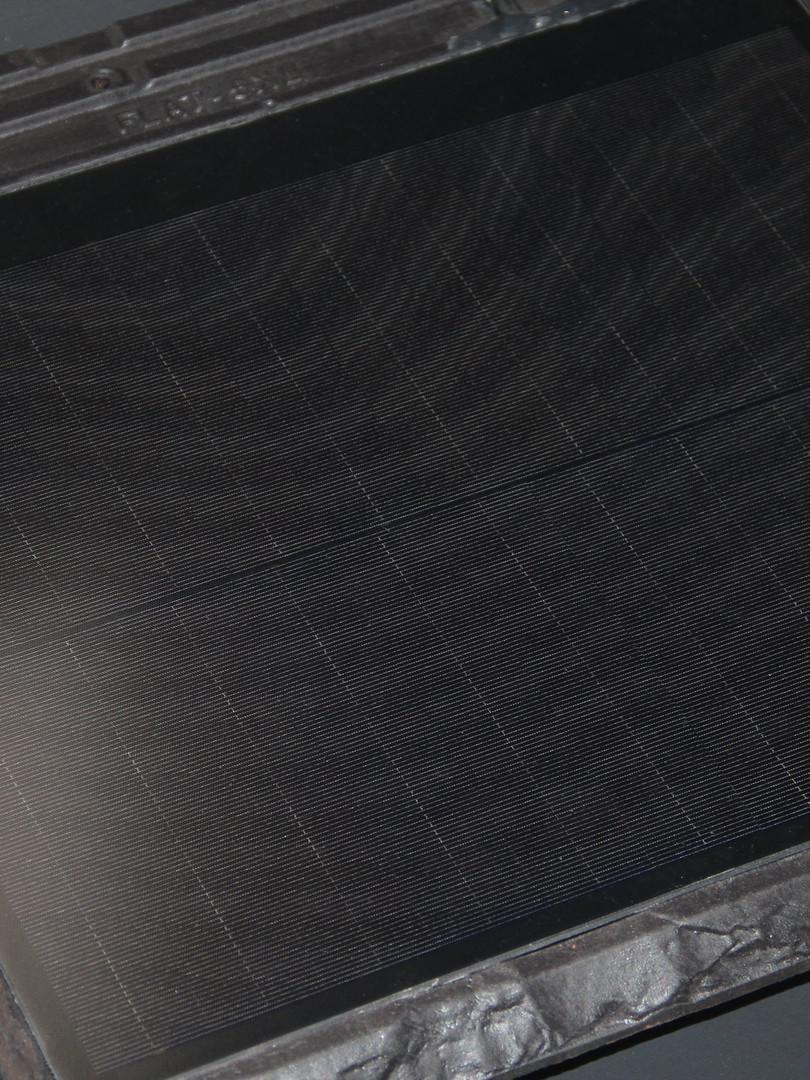 Dakpan met geïntegreerd zonnepaneel