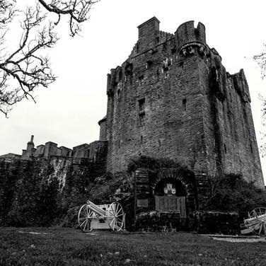(288) Eilean Donan Castle and War Memori