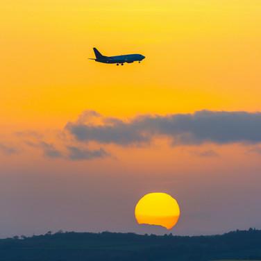 (529) Airplane on Approach to Edinburgh