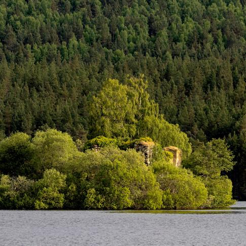 (1144) Loch an Eilein Medieval Castle, R
