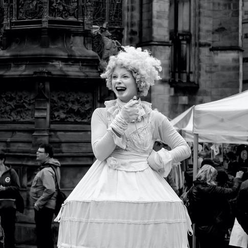 (396) Lady Street Performer on Royal Mil