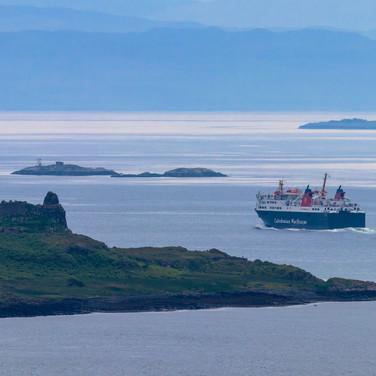 (1123) Caledonian MacBrayne Ferry betwee