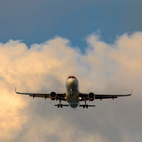 (1073) Easy Jet Plane on Approach to Edi