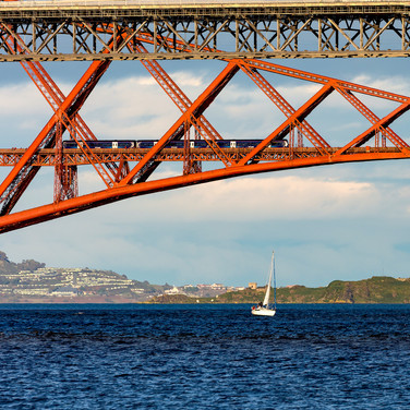 (812) Sailing in the Firth of Forth unde