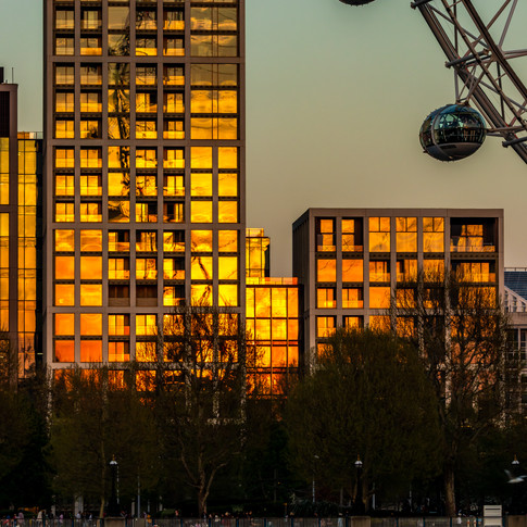 (155) Sunset Reflection of The London Ey