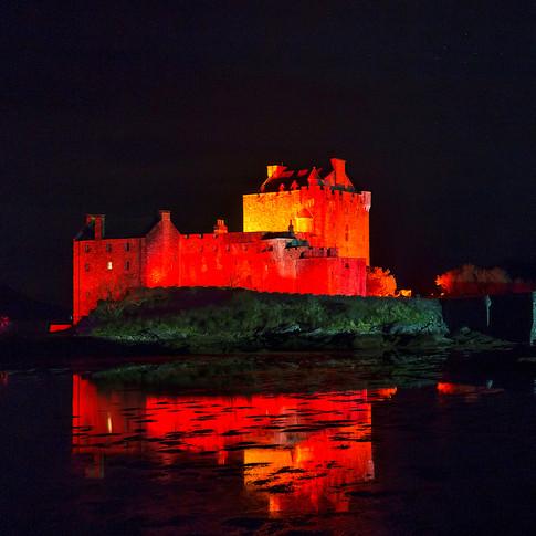 (290) Eilean Donan Castle Poppy Red for