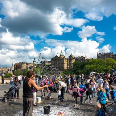 (1032) Making Bubbles, The Fringe Festiv
