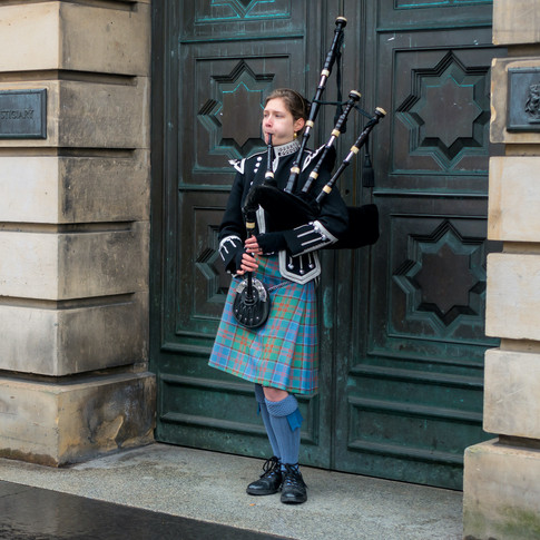 (24) Lady Piper on the Royal Mile, High