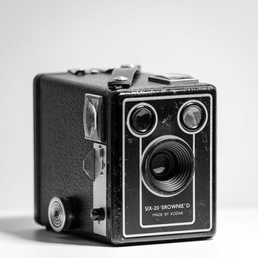 (939) SIX-20 _BROWNIE_ D Camera Made By