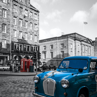 (988) Vintage Car opposite Deacon Brodie