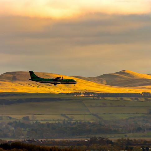 (816) Aer Lingus Plane and Pentland Hill