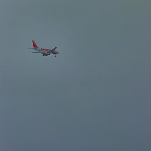 (1017) Easy Jet, Final Approach, Battlin