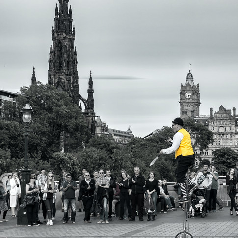 (397) Unicyclist and juggler street perf