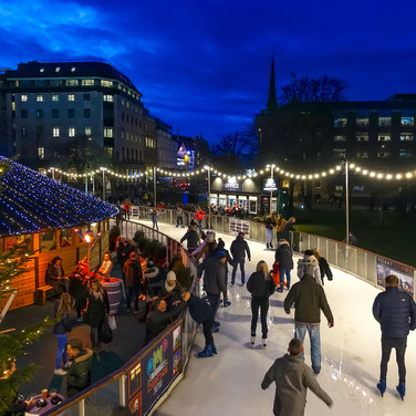 (1195) Edinburgh's Christmas, Ice Skatin