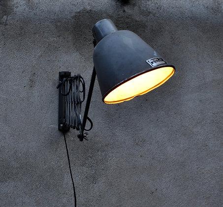 Lampe industrielle suisse ciseaux