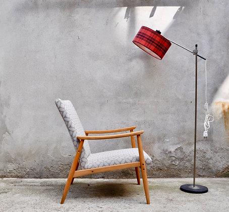 Lampe sur pied moderniste