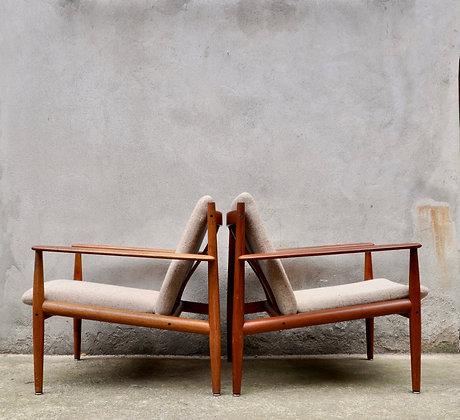 Paire de fauteuils Grete Jalk pour France &Son