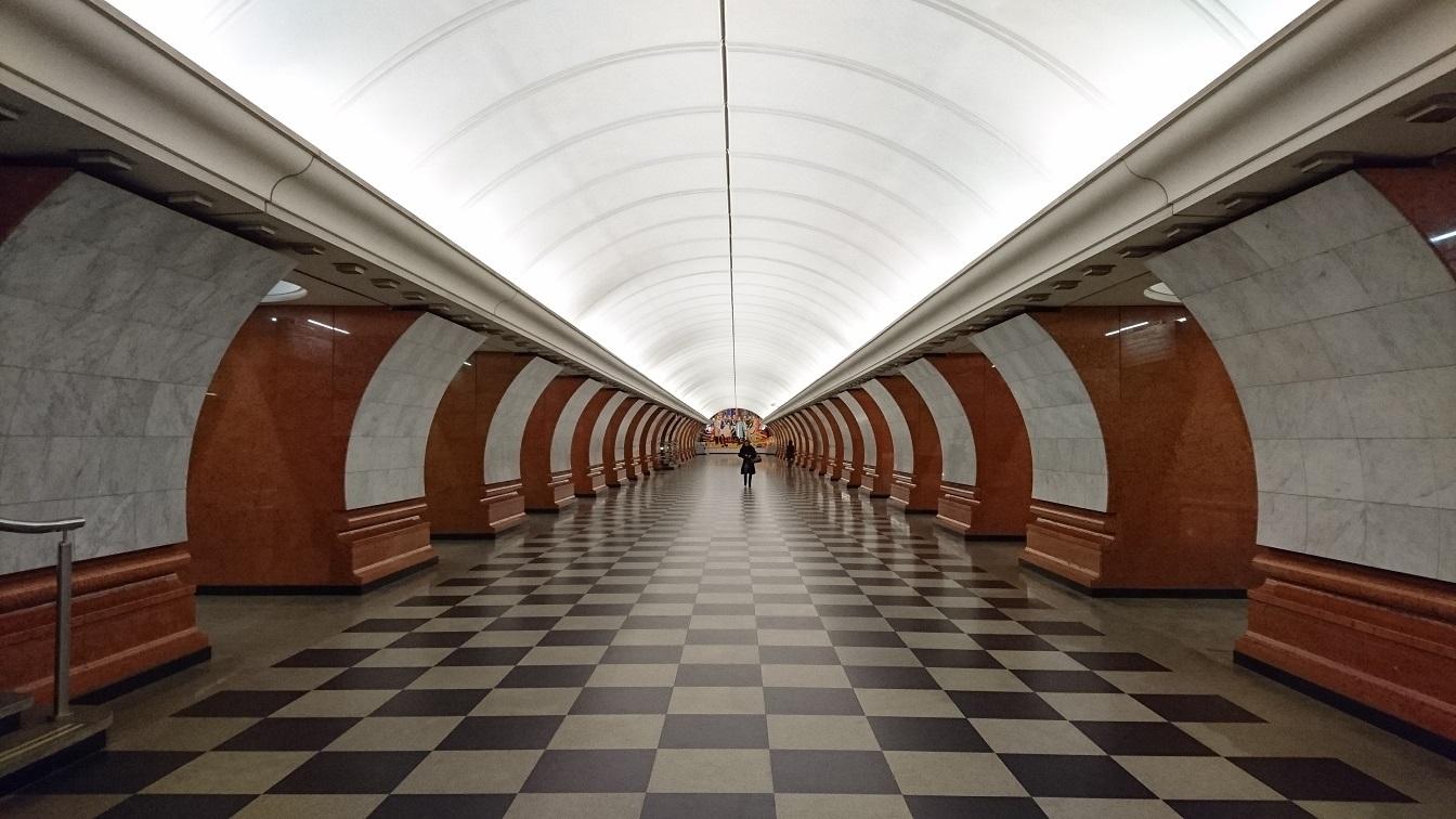 ③号線 パルク・パビェドゥイ(戦勝公園)駅