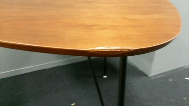 ミーティングテーブル傷補修