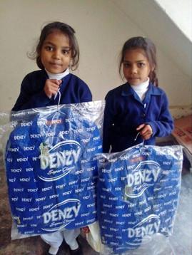 De kinderen van het Teach The Children project krijgen allemaal een winter en een zomer uniform.