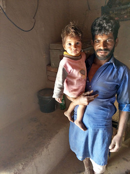 Zonder het Teach The Children project gaan deze kinderen uit de steenfabriek dezelfde toekomst tegemoet als hun ouders.