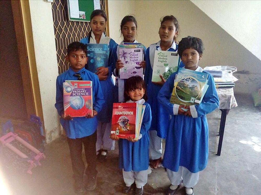 Schoolboeken voor de kinderen.