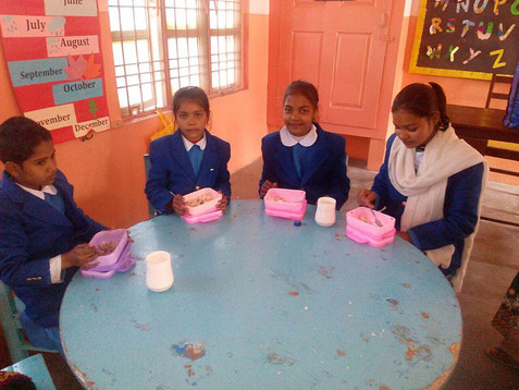 Het Teach The Children project regelt voor een aantal kinderen ook de maaltijden.