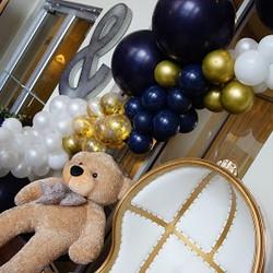 Balloon Garland & over-sized bear