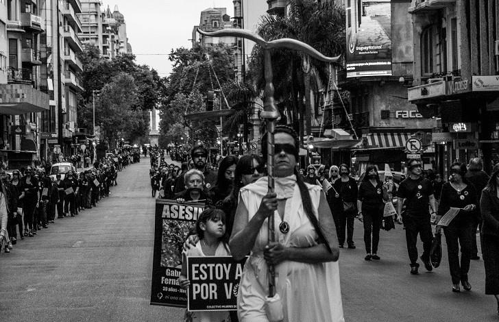 Foto: LARED21 extraída de http://www.lr21.com.uy/comunidad/1386197-25-noviembre-marcha-violencia-mujer-negro-montevideo