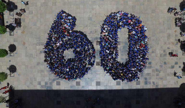 La euroagencia EUIPO ha reunido a 550 ciudadanos en la Plaza del Ayuntamiento en una iniciativa inédita para conmemorar el aniversario del Tratado de Roma. Fuente: http://cadenaser.com/emisora/2017/05/09/radio_alicante/1494331982_569685.html