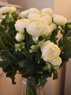 """22""""  White Ranunculus"""