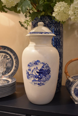 Blue Willow Closed Urn