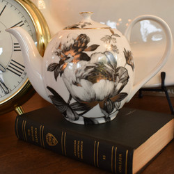 6 Cup Black Peony Teapot