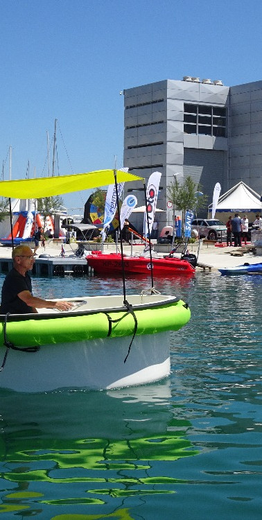 Hula boat - round electric boat