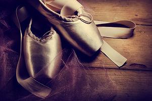 pointe-shoes-PMU5Y5Z.jpg