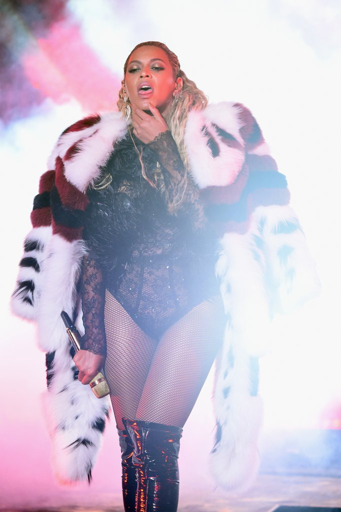 Beyonce-Performance-Pictures-2016-MTV-Video-Music-Awards0099877