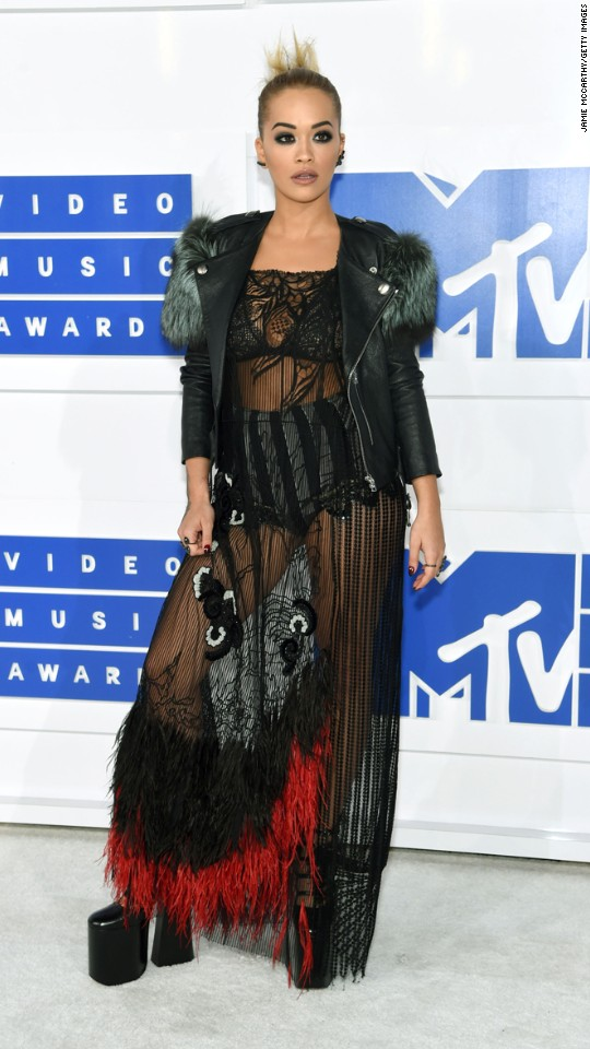 160828205250-39vma-red-carpet-0828-super-916