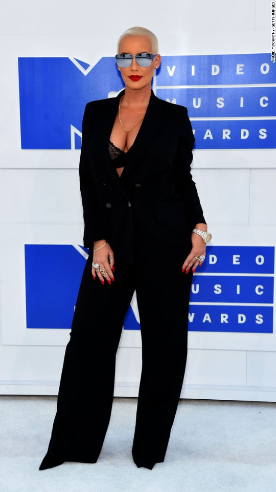 160828192234-08vma-red-carpet-0828-super-916